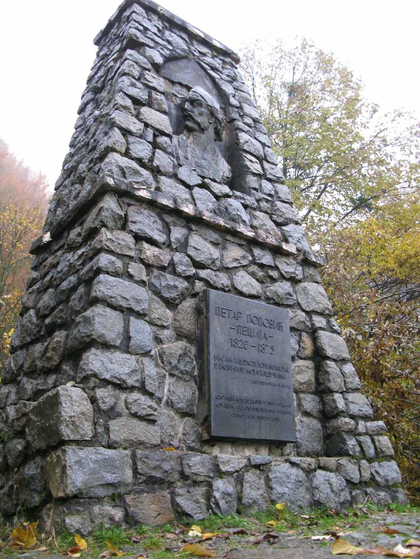 pecijin-spomenik.jpg