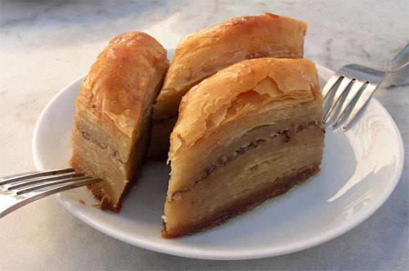 Баклава, оригинално турска посластица која је ушла и у традициионалну српску кухињу.