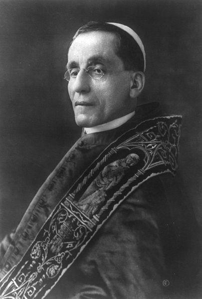**Портрет Бенедикта XV** (1854—1922), папа од 1914. до 1922. године, фотографија из 1915. године.