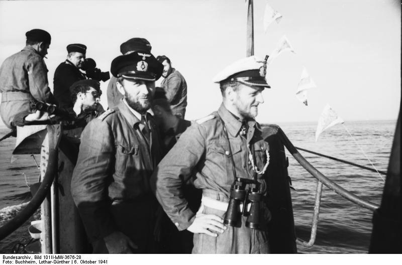 **Ерих Топ**, капетан фрегате на подморници У—552 у луци Сен Назер, у Француској, октобра 1941. године.