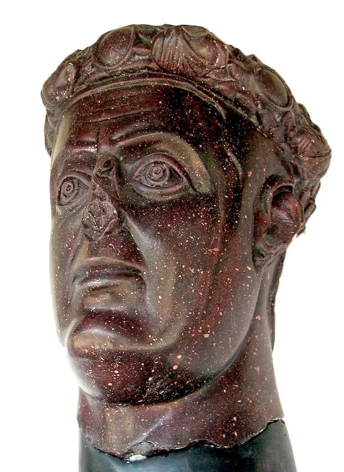 **Галерије**, глава од црвеног порфира, део данас изгубљене скулптуре, израђена после 303. године. Портрет је пронађен на локалиету Феликс Ромулијана (Гамзиград) и данас се чува у Народном музеју у Зајечару.