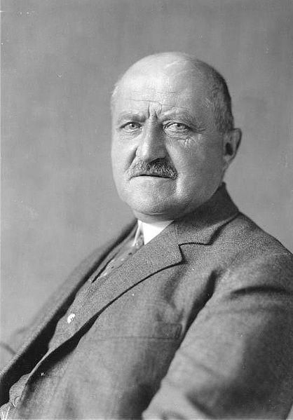 **Георг Микаелис** (1857—1936), немачки политичар и канцелар од 14. јула до 31. октобра 1917. године; био је први немачки канцелар који није био племићког порекла.