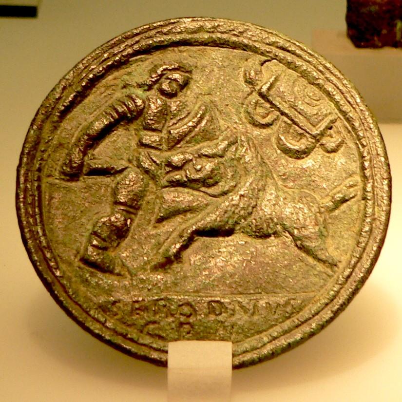 Бронзани медаљон са приказом борбе између гладијатора венатора и дивљег вепра. Римско-немачки музеј у Келну