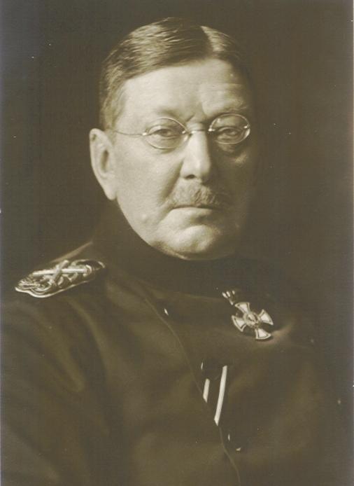 **Колмар фон Голц** (1843—1916), немачки официр и војни теоретичар.