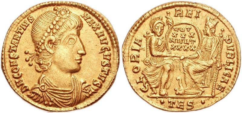 Златни новчић Констанција II искован у Солуну између 251. и 355. На аверсу пише DN CONSTANTIUS MAX AUGUSTUS и приказана је царва глава са бисерним венцем. На аверсу, приказани су Рим и Цариград у облику људских фигура, Рим гледа право, док је Цариград приказан из профила. Заједно држе венац на којем стоји натпис: VOT/XXX/MVLT/XXXX; •TES•.