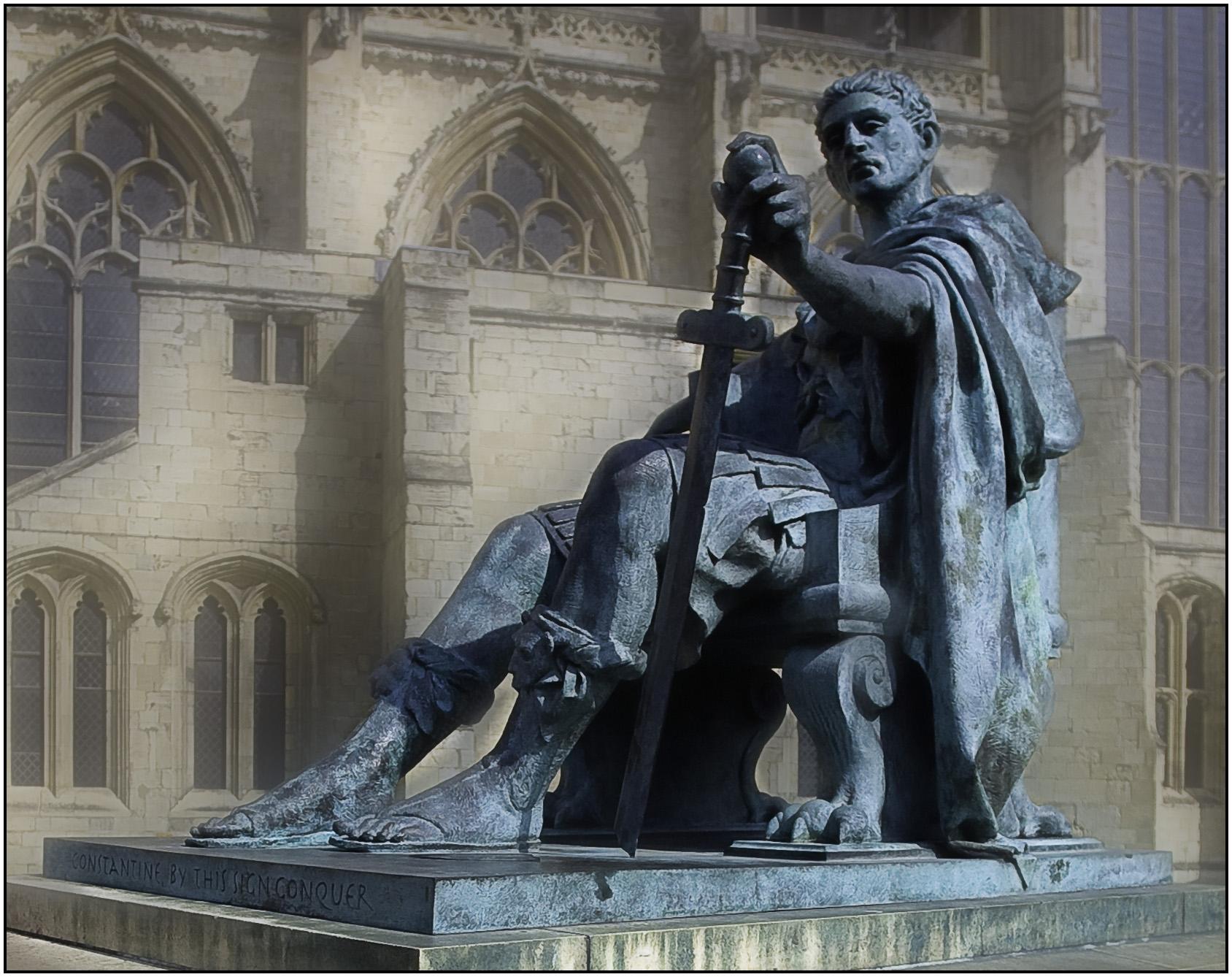 Споменик Константину у Јорку, подигнут на месту на ком су га његови војници извикали за цара 306. године, након смрти његовог оца, Констанција Хлора