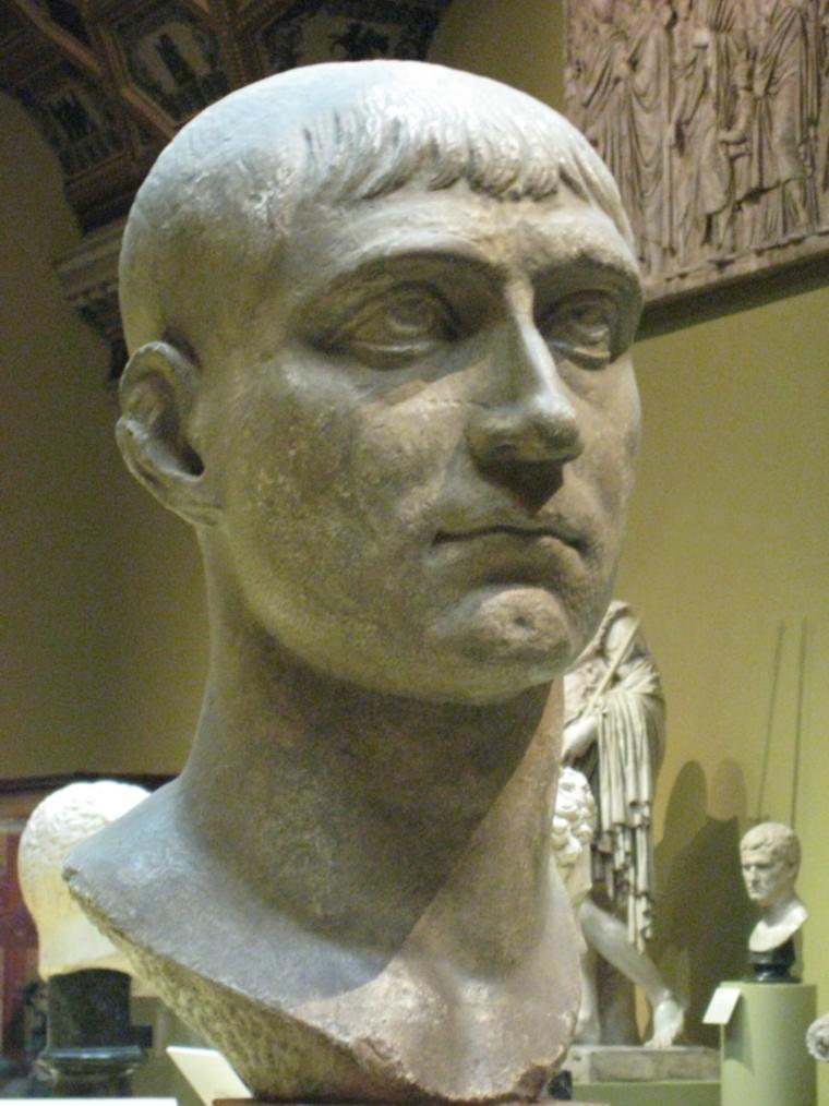 Биста римског цара Максенција, гипсана реплика која се налази у Музеју Пушкин, урађена према оригиналу који се налази у Дрездену. Максенције је био Максимијанов син и Константинов шурак, владар Италије и Африке између 306. и 312. године, цар непризнат од остале четворице августа Римског царства. Успешно је одбио нападе Флавија Севера и Галерија на Рим и Италију, али је Константинов поход из 312. био фаталан по Максенција који је страдао током битке код Милвијског моста.