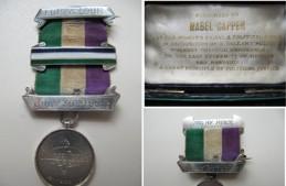 Орден за штрајк глађу од 30. јула 1909. године, и Орден за храњење на силу, од 17. септембра исте године, које је Мебел Копер добила од Женске социјалне и политичке уније (Women's Social and Political Union). Ова два ордена уједно су и сведочанства о првом забележеном насилном храњењу сифражеткиња које су штрајковале глађу у Енглеској, које се одиграло у затвору Винстон Грин у Бирмингему.