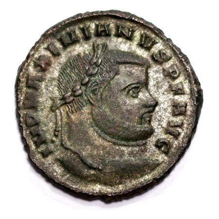 Максимијан, Фаустин отац, портрет на новчићу. Стари август је 310. наводно покушао да убије зета Константина уз помоћ Фаусте али га је ћерка издала мужу. Константин је затим натерао таста да изврши самоубиство.