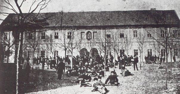Стара зграда **Гимназије у Новом Саду** где је предавао и Видаковић. Фотографија из 19. века.