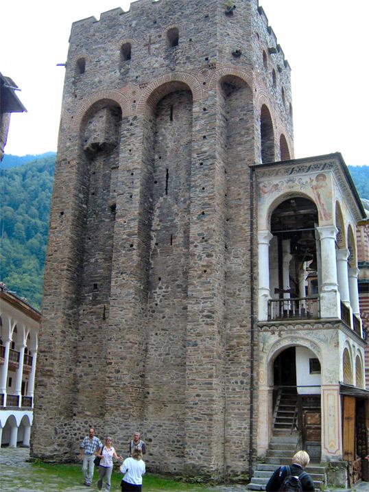 **Хрељина кула** у манастиру Светог Јована Рилског. Кула је висока 25 метара а подигао ју је Хреља у првој половини 14. века. Поред куле Хреља је у рилском манастиру подигао и цркву али она није сачувана.