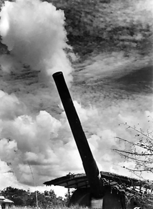**Обалски топ у Сингапуру**, калибра 15 инча, 8. децембар 1941, фотографија из колекције Империјалног ратног музеја