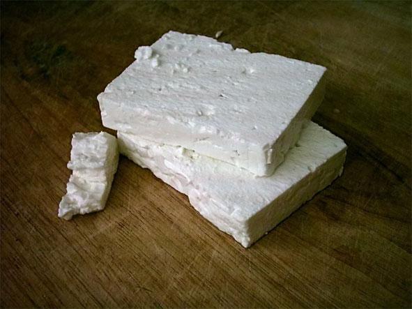 Бели сир, основа српске хране сиромашнијих слојева у 19. веку.